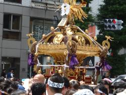 ‪Hanazono Shrine Festival‬
