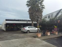 Chin Wags Restaurant & Bar