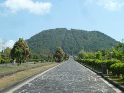 The road to the Caldera