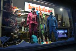 ‪Backdoor Snowboard, Ski, Bike & Running Shop‬