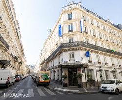 Street at the Hotel Aida Opera