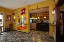 Sunflower City Backpacker Hostel & Bar