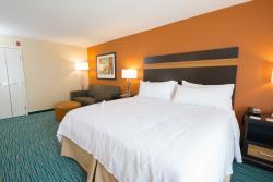 Holiday Inn Bismarck Guestroom