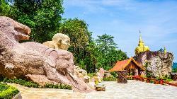 Wat Tham Phae Dan