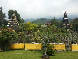 Pura Parahyangan Agung Taman Sari Gunung Salak