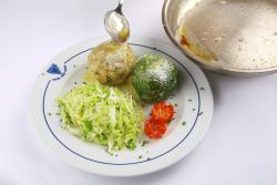 Canederli ai spinaci e canederli di formaggio