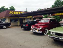 ‪Johnny's Drive-In‬