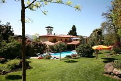 Garden with swimming pool / Garten mit Schwimmbad