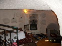 洞窟部屋の寝室