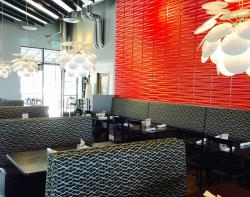 Metropolitan Bar & Grill