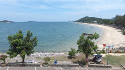 Sai Ri Sawi Beach
