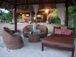 Belle's Beach Bar & Accommodation