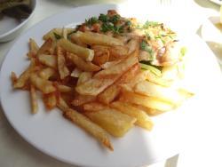 Hühnchen-Filet, mit Pommes