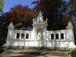 Kaiserin-Augusta-Denkmal