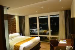'Luxury Harbour View Queen' room