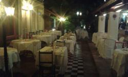 A parte interna e externa do restaurante