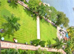 Bayside Lawns