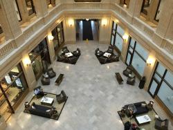Lobby/atrium.