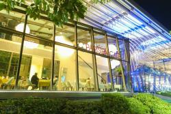‪Parisien Cafe‬