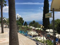 Fantastic hotel with great food, location and service