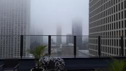 terraza con niebla