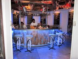 Round Bar Cafe