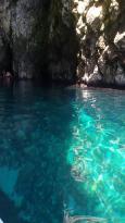 La grotta del soffio ma tutte le grotte di Leuca sono da visitare con una piccola barca. Non pre