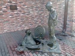 Скульптурная композиция Дядя Яша и стажер
