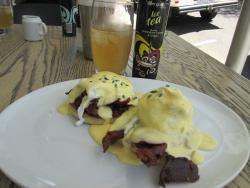 Egg benedict with bacon