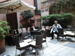 Bar/patio