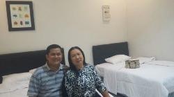 Bersama istri di Family Room