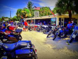 Earl's Hideaway Lounge & Tiki Bar