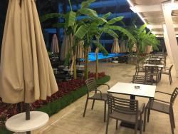 piscine coté reception