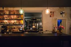 Monella Bar