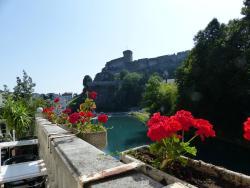Terrasse du restaurant vue château fort