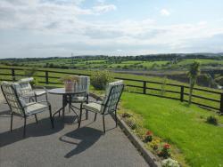 Reades Hillview Farmhouse Accommodation