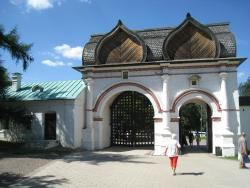 Spasskiye Gate With Streletskiye Karaulni Museum