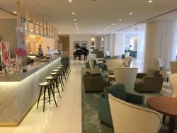 Hotel bar off lobby