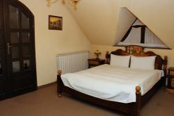 Huge cosy bed with natural feather pillows