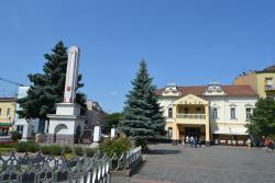 Myru Square