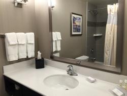 Bathroom in third floor double queen room.