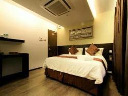 J Suites Hotel