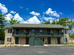 Blue Spruce & Lucky Horseshoe Motel & Cabins