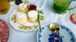 Chivit Thamma Da fresh scones, cream and jam