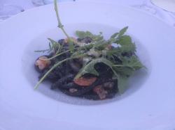 strigoli al nero di seppia con mazzancolle vongole parmigiano e rucola
