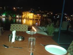Lake Shore Restaurant