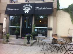 Macarons Et Madeleines