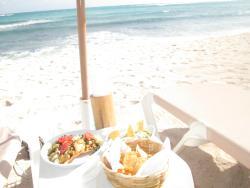 Comiendo frente al mar