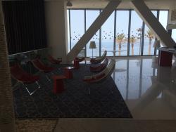 Très beau hôtel, très propre, un accueille très chaleureux, équipe dynamique et très jeune, cham
