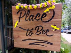 ‪Place to Bee‬